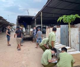 Tổ công tác 368 TP.HCM ập vào kiểm tra điểm tập kết hàng lậu