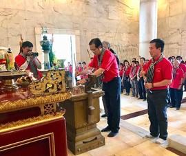 Đoàn cán bộ, báo chí TP.HCM dâng hương Bác Hồ tại KDT Pác Bó