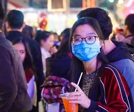 Người Đà Nẵng đeo khẩu trang đón Giáng sinh