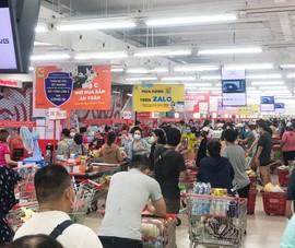 Đà Nẵng: Dân ùn ùn đi mua sắm sau dự lệnh 'cấm ra đường' toàn TP