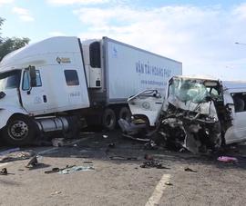 Tai nạn thảm khốc: 13 người trên xe rước dâu tử nạn