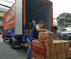 Báo Pháp Luật TP.HCM tiếp tục trao 1.000 suất quà ở miền Trung