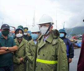 Đà Nẵng: Ngư dân lên bờ tránh bão được test nhanh COVID-19