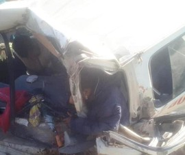 Lật xe chở đoàn từ thiện, 9 người thương vong