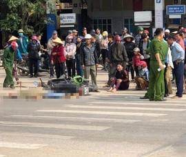 Bị xe đạp điện tông ngã vào xe tải, cô gái tử vong