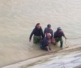 Tìm thấy thi thể học sinh lớp 3 rơi xuống sông ở Nghệ An