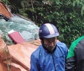 Ô tô chở cán bộ huyện lao xuống vực, 3 người thương vong