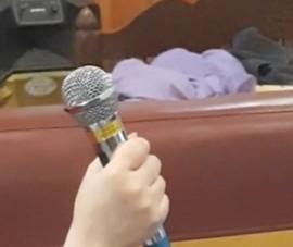 Micro karaoke rò điện làm người đàn ông đang hát tử vong