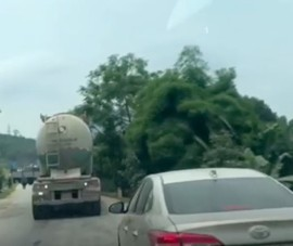 Cảnh sát rượt theo xe hơi bắt người chở 6kg ma túy