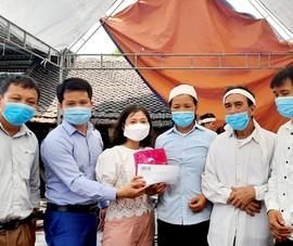 Trao 200 triệu đồng hỗ trợ gia đình sinh viên Nguyễn Văn Nhã