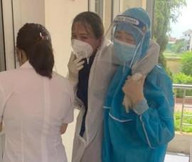 Nữ điều dưỡng ở Hà Tĩnh ngất xỉu khi lấy mẫu xét nghiệm COVID