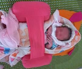 Phát hiện bé sơ sinh để trong túi bóng, bỏ rơi bên đường