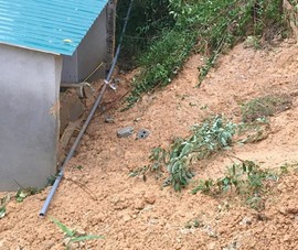 Cứu sống 2 trẻ bị vùi do sạt lở núi ở Hà Tĩnh