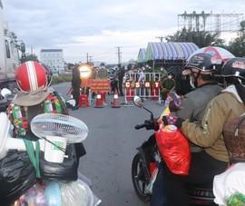 Hàng chục người về quê Bạc Liêu, Sóc Trăng bị chặn tại cửa ngõ vào Hậu Giang