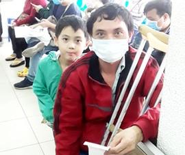 Trao 85,5 triệu đồng trợ giúp vợ chồng bị nạn ở Phú Yên