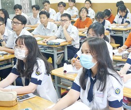 Tránh dịch, trường học thay đổi lịch kiểm tra ngay trong đêm