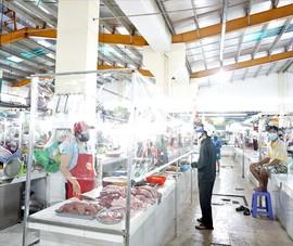Mở lại chợ truyền thống an toàn để hạ nhiệt giá rau, cá