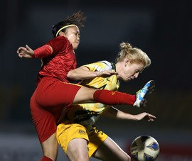 Clip: Hai cô gái TP.HCM gây sốc tuyển Úc