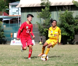 Lạ lùng giải vô địch U-16 nữ quốc gia vẫn lăn bóng mùa dịch