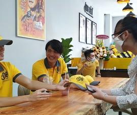 Sinh viên Văn Toàn, Tuấn Anh bán cà phê Ông Bầu cho sinh viên