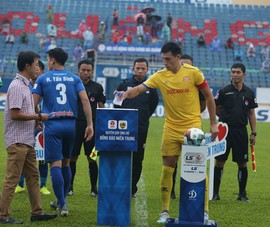 Nam Định rớt hạng, trọng tài mới hổ thẹn