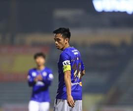 Cầu thủ xuất sắc nhất 2020 và đồng đội Hà Nội lại gây sốc