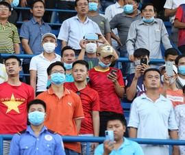 Thân nhiệt trên 37,5 độ C không được vào sân xem V-League