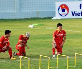 Loại 10 cầu thủ, ông Park đưa quân sang UAE muộn nhất