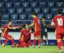 Thái Lan bị loại, Malaysia run rẩy, Việt Nam chạy đua với UAE