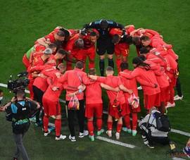 Gia đình bóng đá thế giới trong đêm thứ Bảy huyền diệu