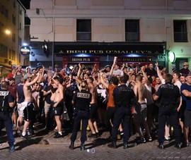 Bắt giữ ít nhất 86 hooligan Anh gây rối, 19 cảnh sát bị thương