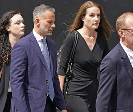Giggs bị cáo buộc cưỡng bức và đuổi bạn gái đang khỏa thân ra khỏi khách sạn