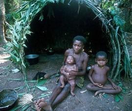 """Thăm bộ tộc """"siêu lùn"""" làm mẹ khi chỉ 9 tuổi"""