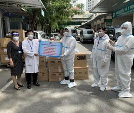 EVNHCMC trao tặng vật tư y tế trị giá hơn 2,6 tỉ đồng cho tuyến đầu chống dịch
