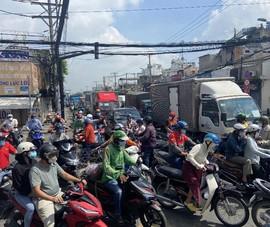Ngày 21-8, đường phố TP.HCM đông đúc, tiềm ẩn nguy cơ lây lan dịch