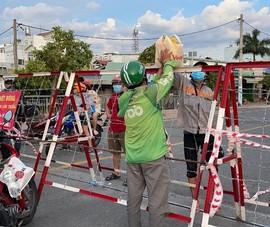 Người dân TP.HCM hối hả trong chiều ngày 22-8
