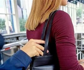 Cao thủ móc túi tranh thủ 'làm ăn' khi đi du lịch