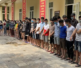 Bắt 40 người 'phê' ma túy trong quán karaoke ở Thanh Hóa