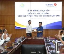 Vietlott trao học bổng trong 5 năm cho Học viện Tài chính  