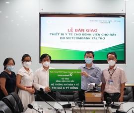 Vietcombank hỗ trợ trang thiết bị y tế cho 2 bệnh viện lớn  