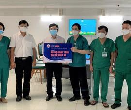 Tặng 100 bộ máy tính, 100 máy in cho Bệnh viện dã chiến số 16