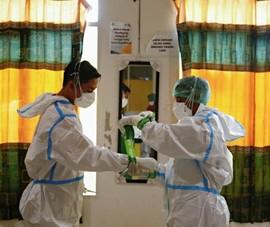 Indonesia: Hàng trăm nhân viên y tế nhiễm biến thể Delta dù đã tiêm vaccine