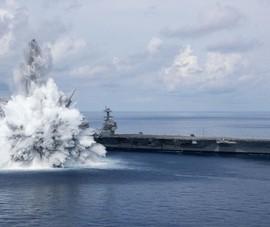 Tạo vụ nổ để thử sức 'chịu đòn' của tàu sân bay, Mỹ muốn nhắn gì đến TQ, Nga?