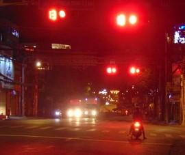 Dân TP.HCM không vượt đèn đỏ cho dù vắng xe giữa mùa COVID-19