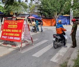 TP.HCM: Túm tụm mua bán trái cây giữa dịch COVID-19, ba người bị phạt