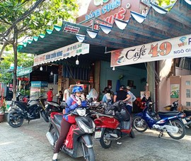Người dân Đà Nẵng hồ hởi trong ngày đầu cho bán mang về