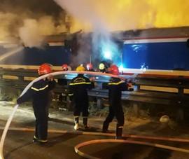 Tàu SE8 bốc cháy dữ dội khi đang chạy qua Đà Nẵng
