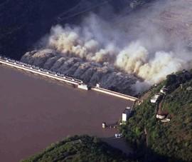 Nổ cháy đập thủy điện, 9 công nhân mắc kẹt