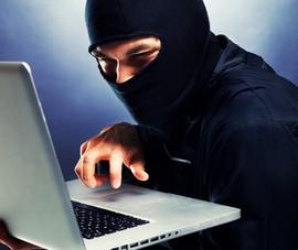Hack tài khoản Facebook, lừa bạn nữ Việt kiều chuyển tiền