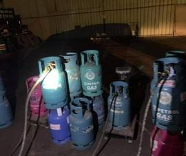 Bắt quả tang vụ sang chiết gas trái phép ở Hải Phòng